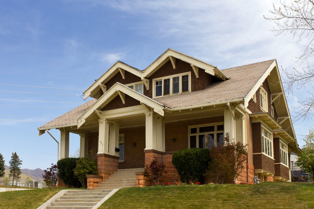 Craftsman bungalow built in 1913 in the douglas park - What is a bungalow house ...