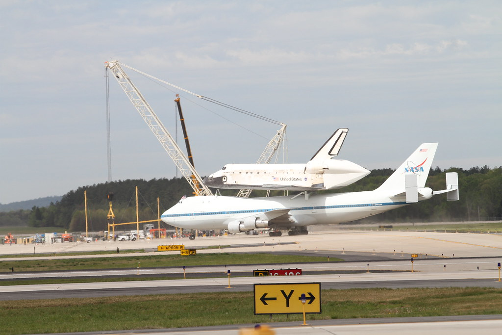 space shuttle discovery at dulles airport - photo #18