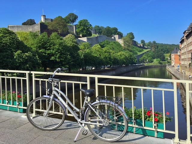 Namur y la ciudadela desde el puente del Sambre (Valonia, Bélgica)