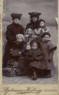 Group portrait of children in winter clothes, cdv by Systrarna Hedberg in Lysekil, Sweden | by kvw500