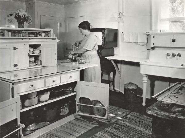 Woman in farmhouse kitchen 1923 jimmys mothers house for Kitchen ideas for 1920s house