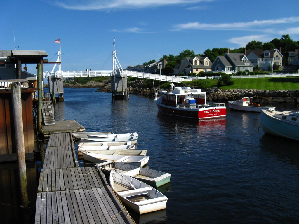 Perkins cove maine perkins cove is a quaint little for Fishing jobs in maine