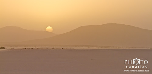 Dusty sunset over the sand dunes - Photo by Mauro Ladu | by Photo Canarias Workshop