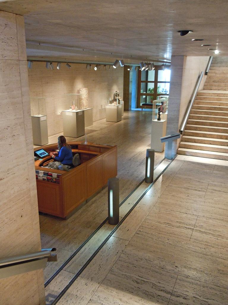 Kimbell Art Museum An Interior View Of Louis I Kahn S