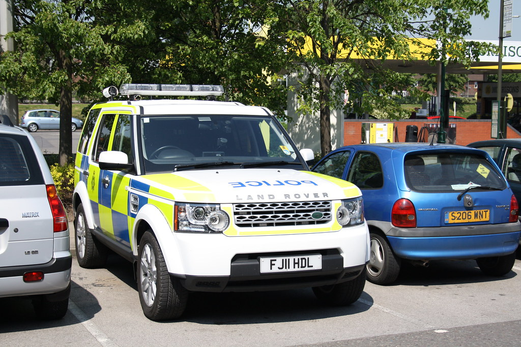 police land rover discovery fj11 hdl spotted in the. Black Bedroom Furniture Sets. Home Design Ideas