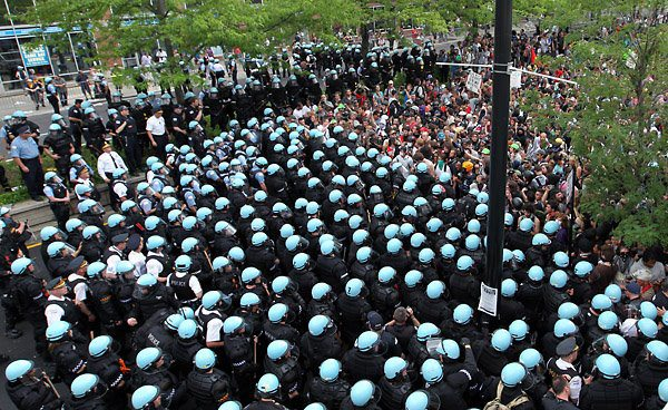 Chicago NATO 5 20 Huge numbers of cops against the peaceful  Abel Uribe, Chicago Tribune