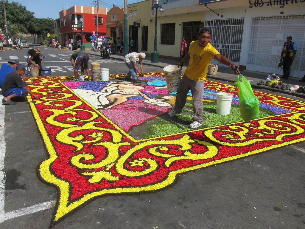 Alfombras florales en semana santa surco peru semana for Alfombras persas historia