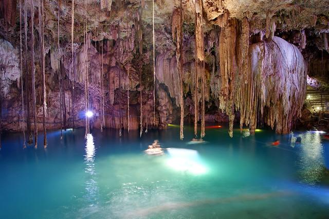 Yucatán, Cenote, Dzitnup, estalactitas