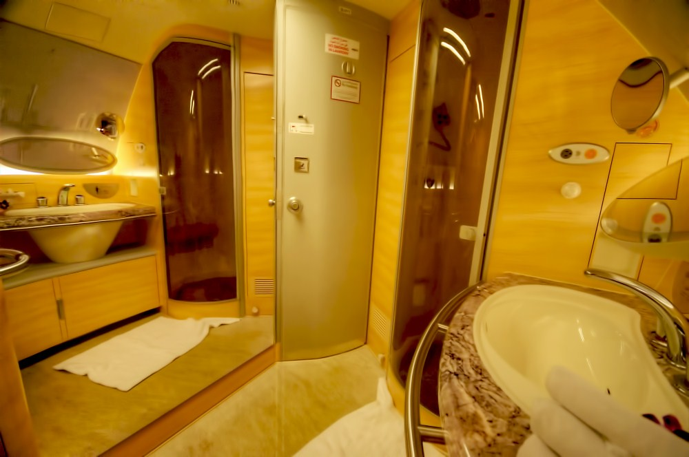 Emirates First Class A380 bathroom | Uros P.hotography ...
