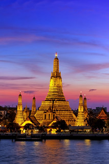 Dusk at Wat Arun /  Temple of Dawn / Bangkok | by I Prahin | www.southeastasia-images.com