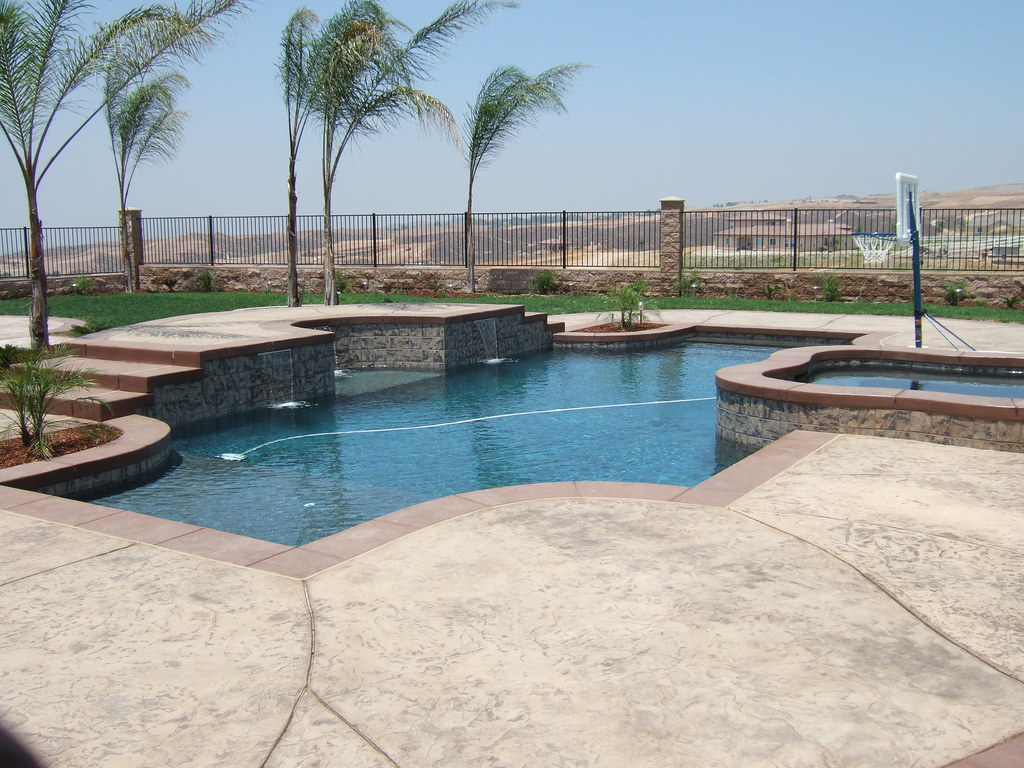 Pool and spa combination pacific pools and patios 17944 for Pacific pools