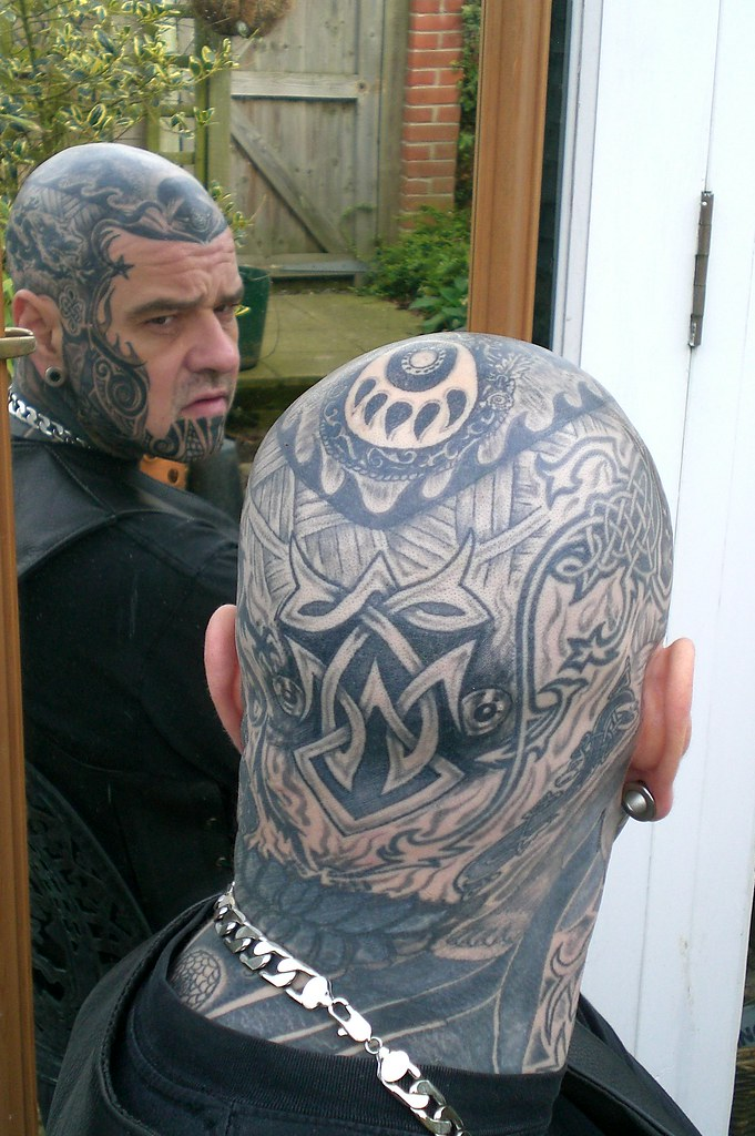 The celtic knot at the back of the head rob 39 s head for Full head tattoo