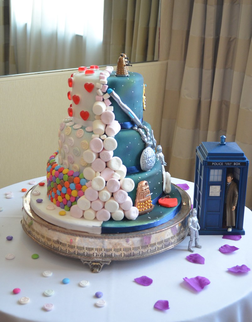 half and half Dr Who Candy Wedding cake Sweet front side
