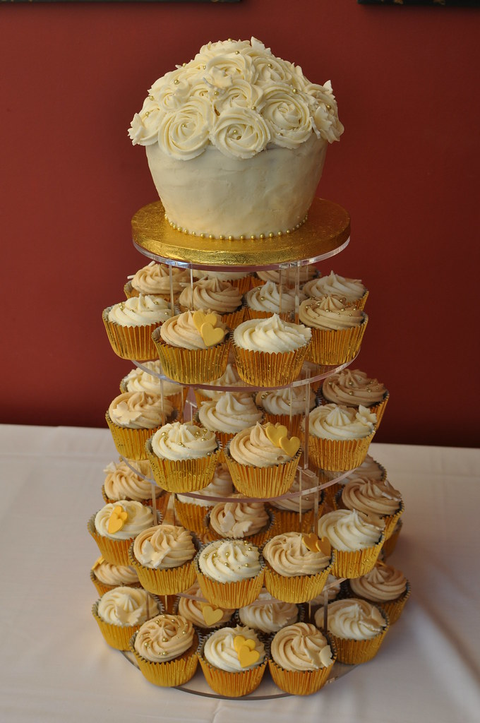 Gold and cream wedding with rose style giant cupcake butt flickr - Creme decoration cupcake ...