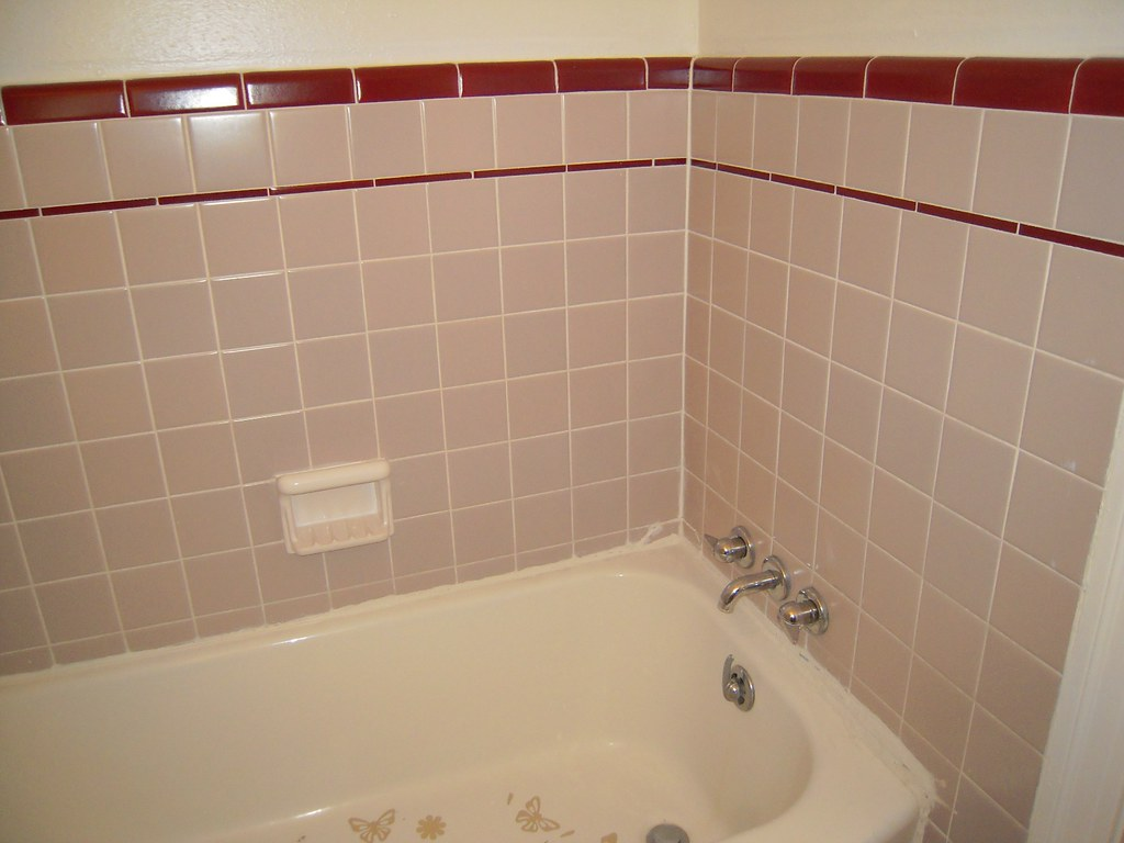 Grey and white tile bathroom