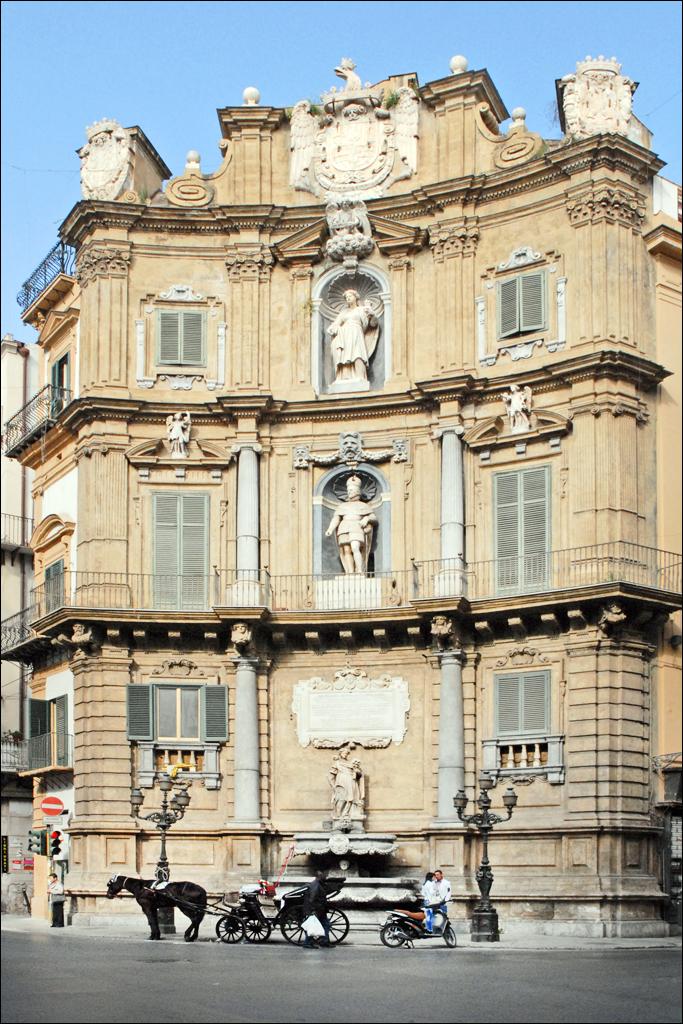 Les Quattro Canti (Palerme) | L'immeuble ouest avec le Roi ...