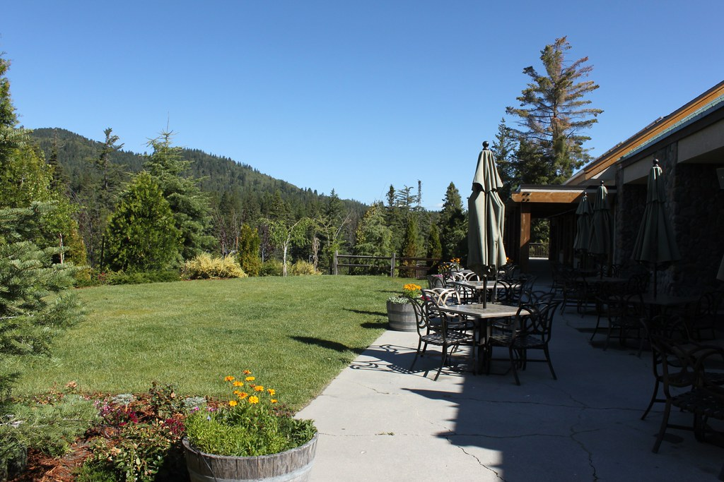 Tenaya lodge courtyard view near yosemite national park for Fish camp yosemite