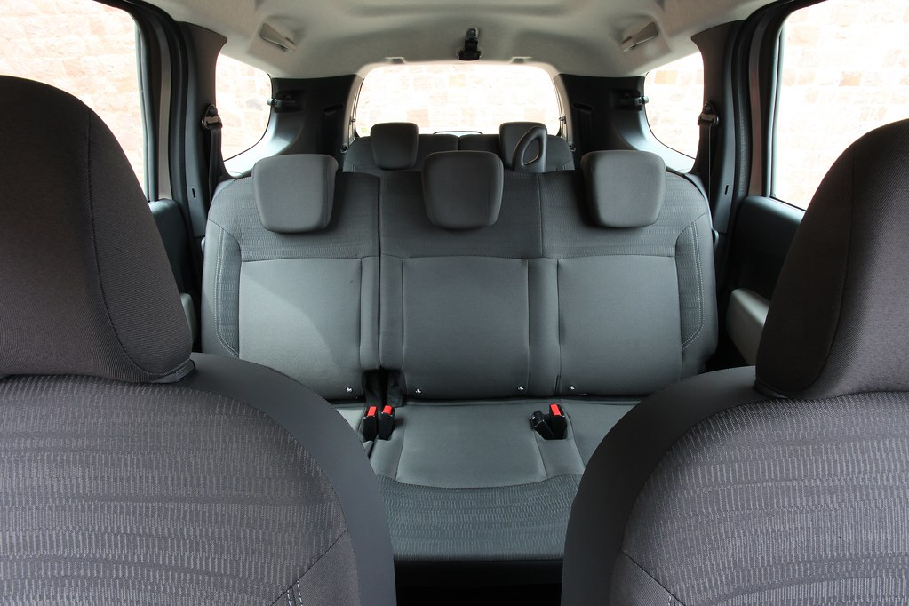 dacia lodgy following the successive launches of logan sa flickr. Black Bedroom Furniture Sets. Home Design Ideas