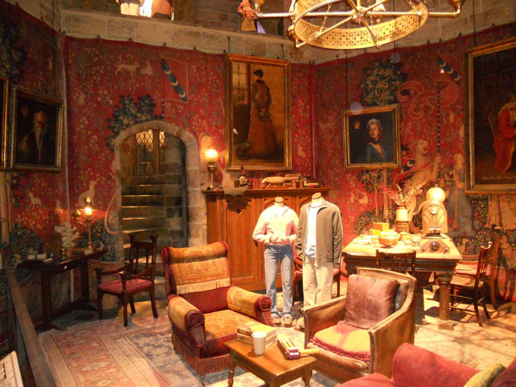 All White Bedroom Gryffindor Common Room As With All Of The Sets The