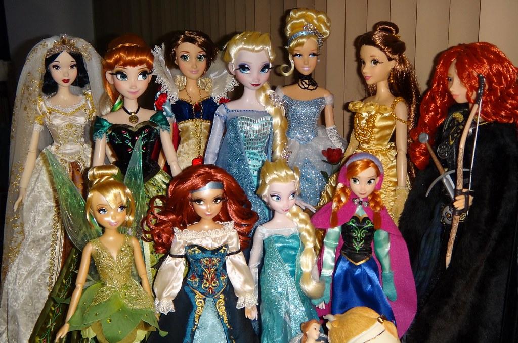 my desktop disney doll display snow white and wedding ra