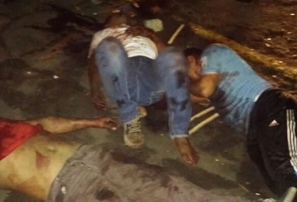 Vecinos de la Churuata en Puerto Ordaz, capturan a 3 delincuentes y tratan de lincharlos a golpes (Video + Fotos)