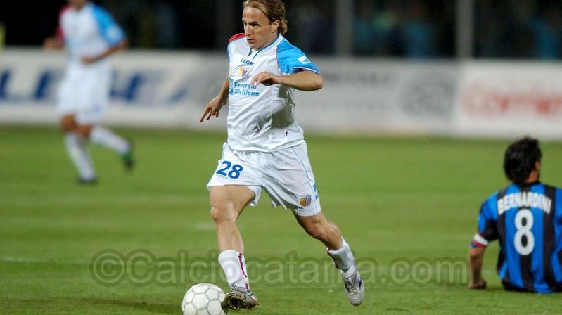 Davide Baiocco in azione con la maglia del Catania