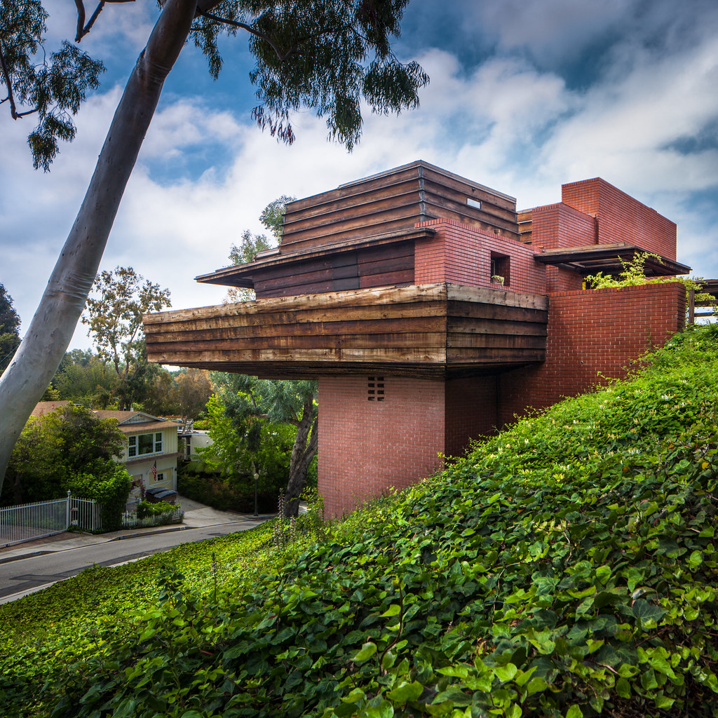 Sturges residence architect frank lloyd wright 1939 for Frank lloyd wright houses in california