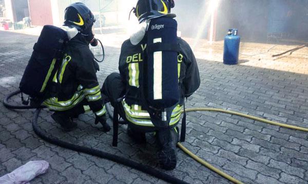 Violenta esplosione in provincia di Salerno. Un morto e tre feriti