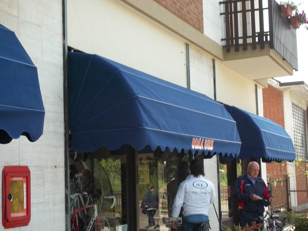 Capottine per negozi torino 3 for Negozi arredamento torino e provincia