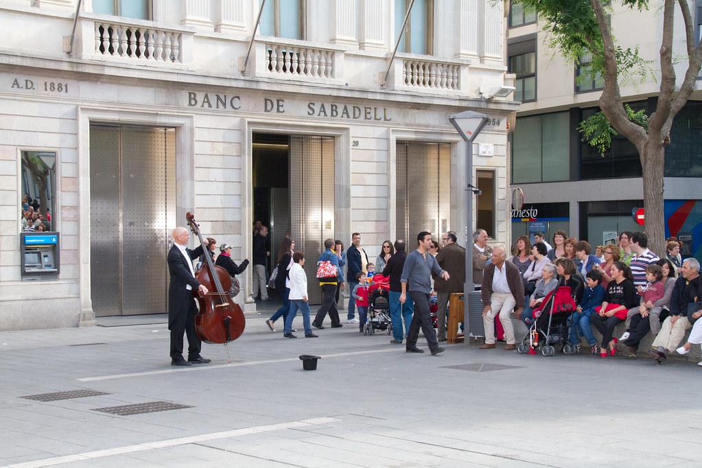 Flashmob organizado por banco sabadell flashmob for Oficina 7305 banco sabadell