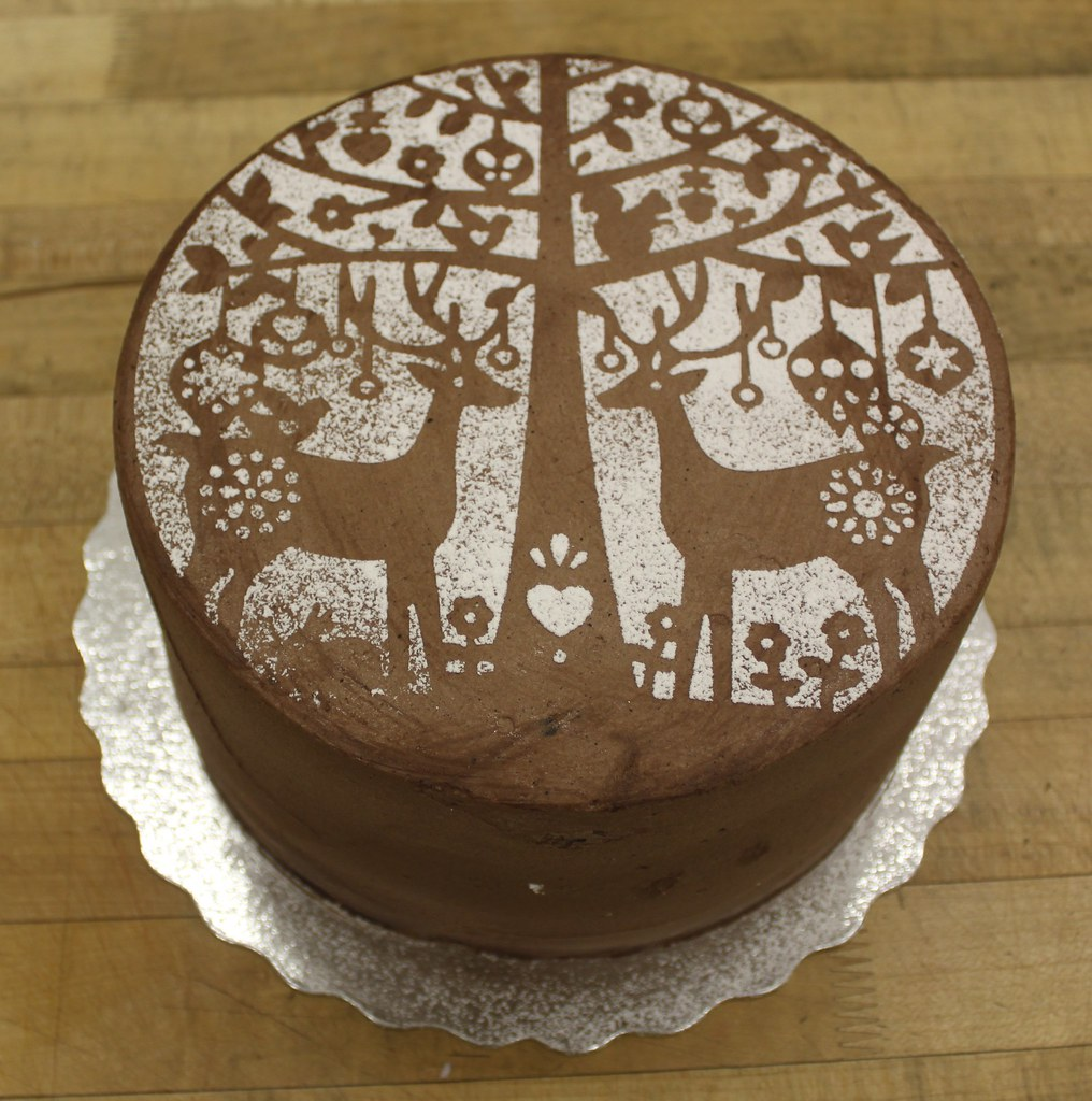 Reindeer stencil cake | A chocolate cake with icing sugar re ...
