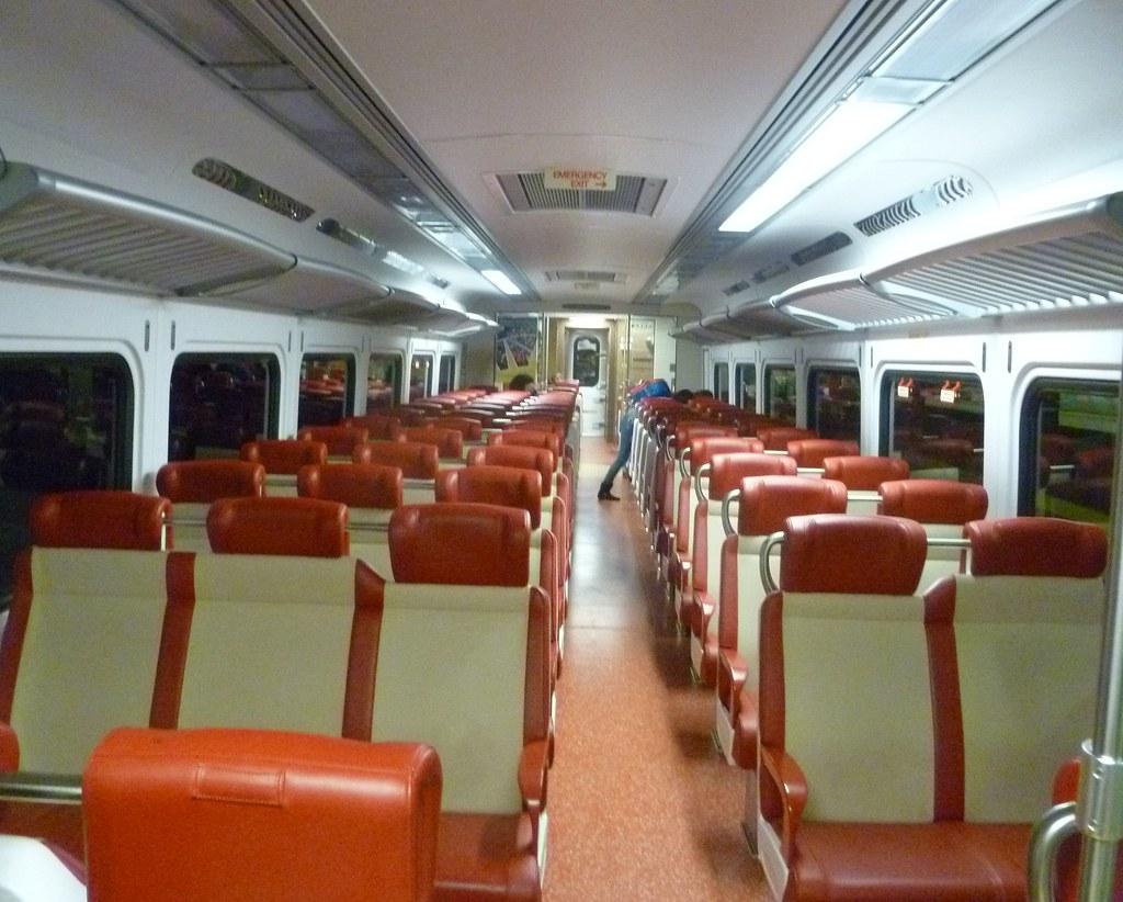 metro north m 8 9168 interior r36 coach flickr. Black Bedroom Furniture Sets. Home Design Ideas