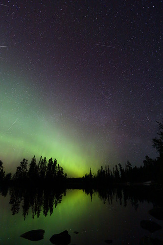 Lyrid meteors with aurora | by my2boggan