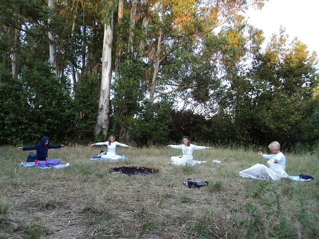 Lezioni di yoga al parco