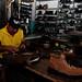Los negocios locales como la zapatería artesanal es una realidad económica de la cuenca del río Torola | Programa ART PNUD