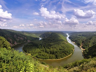 The river Saar has dug itself deep into the bedrock of Saarland | by B℮n