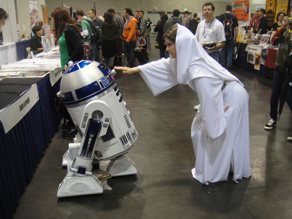 Wondercon 2012 R2 D2 And Princess Leia By Doug Kline