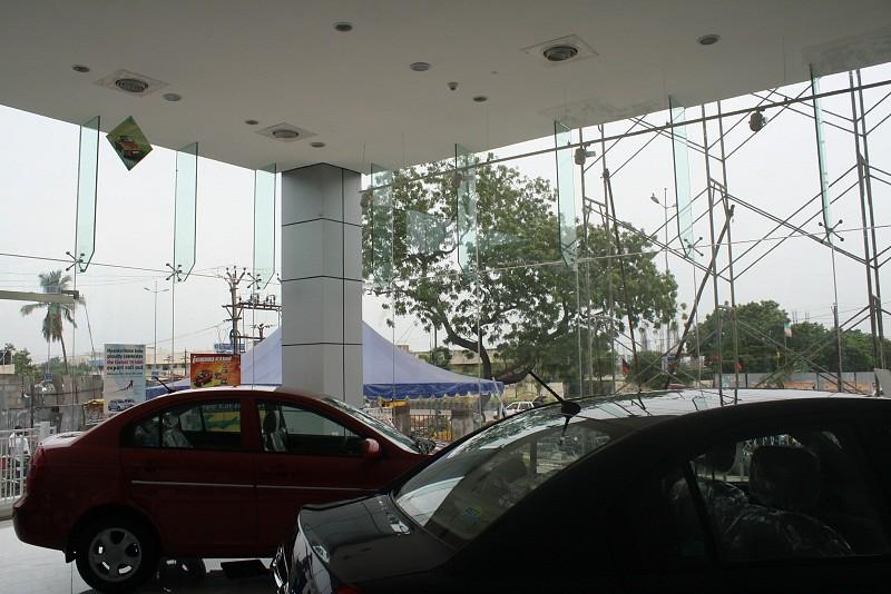 solar control glass hyundai showroom hyundai showroom us flickr. Black Bedroom Furniture Sets. Home Design Ideas