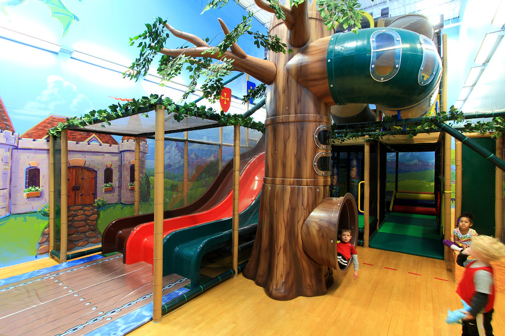 Indoor play space, coffee shop, studio draws families