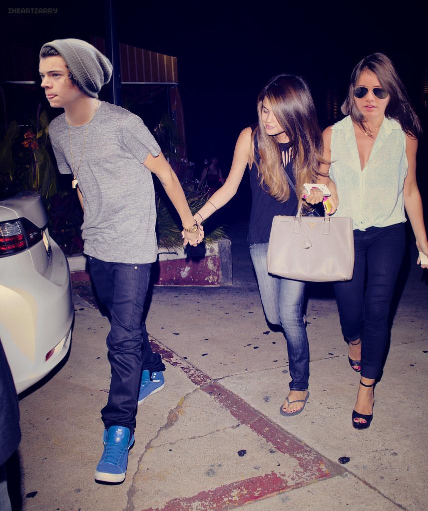 Leaving Restaurant.// Harry Styles, Selena Gomez and Elean ...