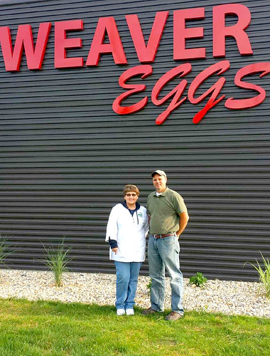 AMS grader Terri Hummel and Jeff Schwieterman, Weaver Brothers' plant manager