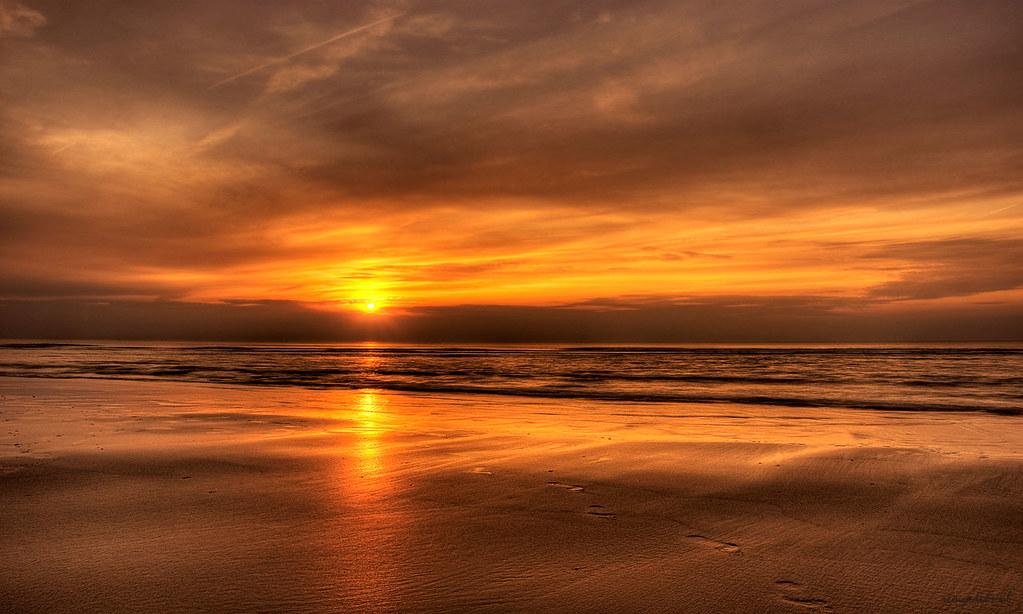 Zonsondergang wallpaper | Foto van een zonsondergang aan ...