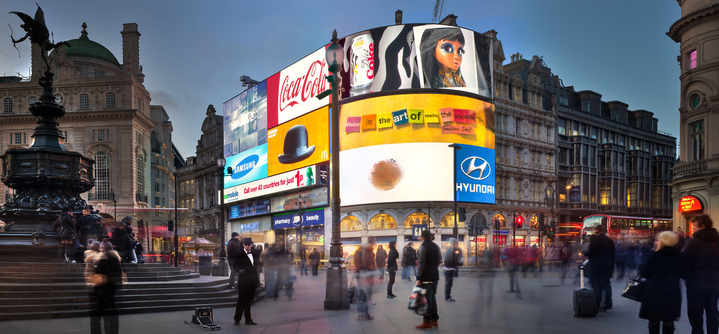 Piccadilly circus london this image look best on black for Time square londra