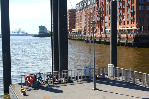 dock o' the elbe | by zendritic