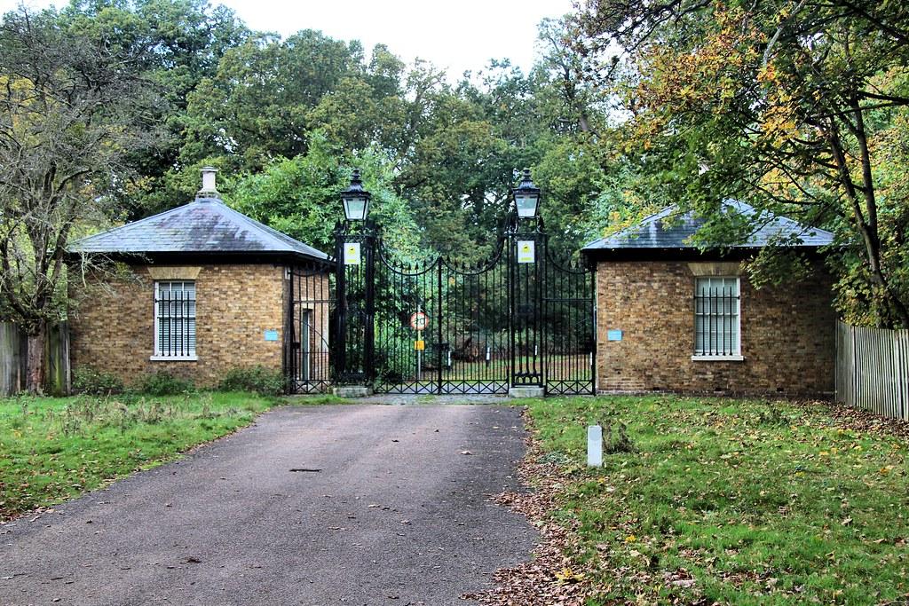 GWUK2012 225 Gates To Bushy House From Park Teddin