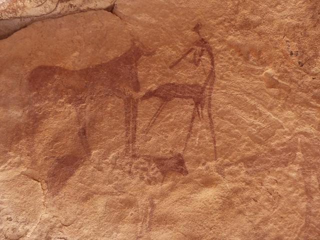 Pintura rupestre en el desierto Líbico de Egipto
