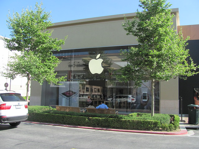 Apple Iphone 5: Apple Store Victoria Gardens