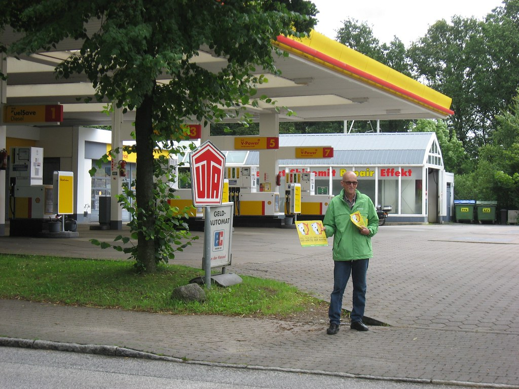 protest vor shell tankstelle in ahrensburg hamburger str flickr. Black Bedroom Furniture Sets. Home Design Ideas