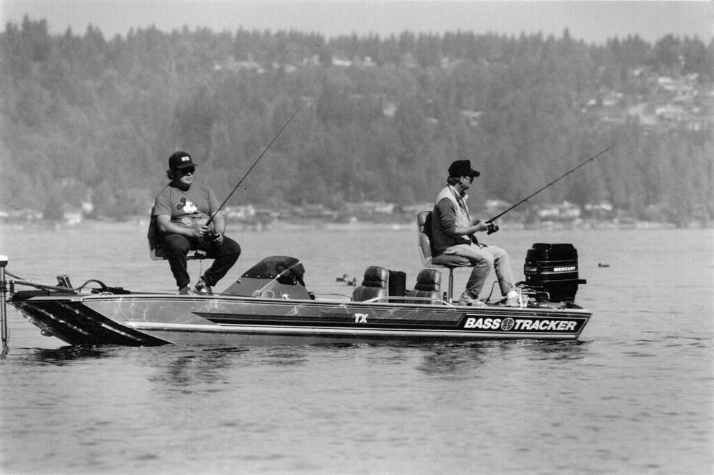 Fishing on lake sammamish no date item 7491 3 24 a08 for Lake sammamish fishing