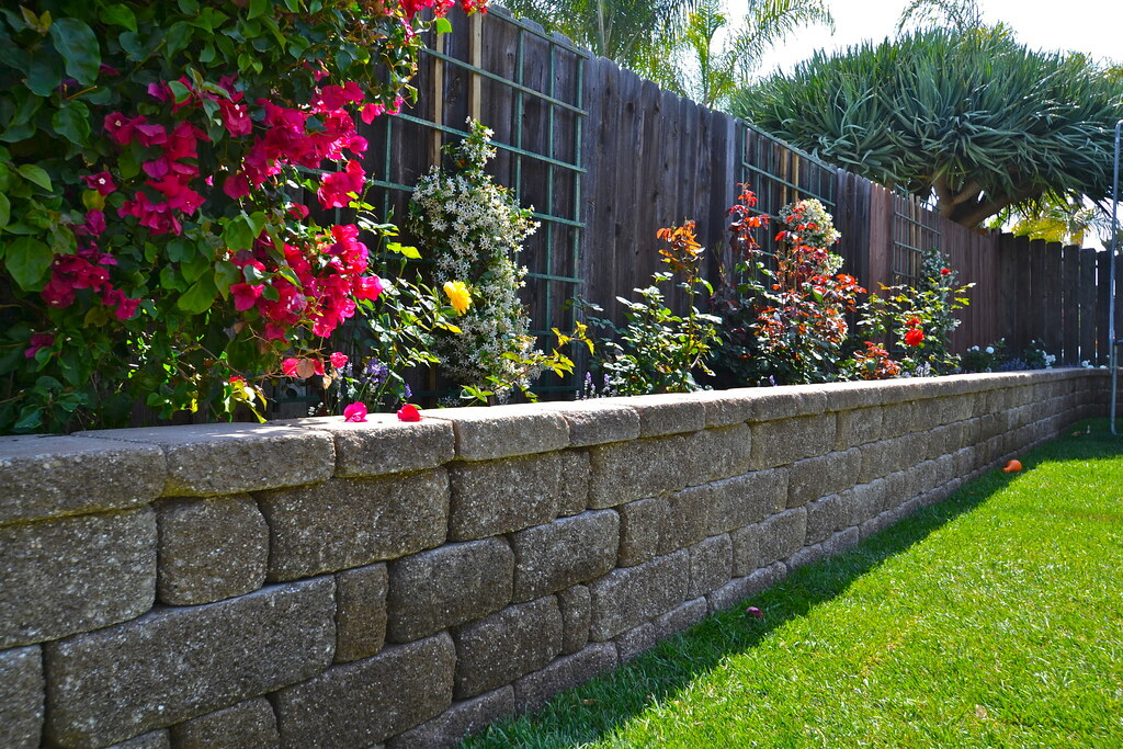 Keystone Retaining Wall Planter Keystone Wall And Cap